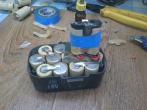 разобранный аккумулятор шуруповерта